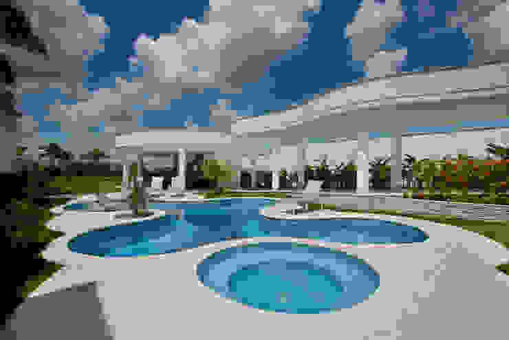 Casa Piracicaba Piscinas modernas por Arquiteto Aquiles Nícolas Kílaris Moderno