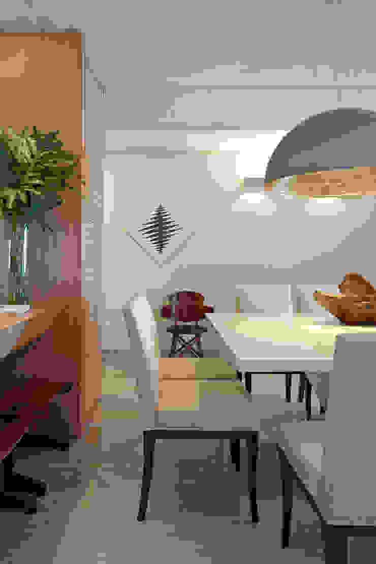 Apartamento Prainha Salas de jantar modernas por Coutinho+Vilela Moderno
