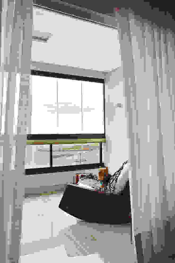 Apartamento Prainha Varandas, alpendres e terraços modernos por Coutinho+Vilela Moderno