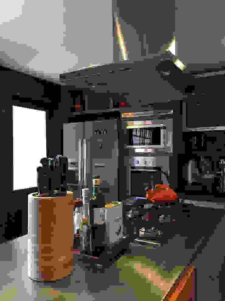 Apartamento GS Cozinhas industriais por Tellini Vontobel Arquitetura Industrial