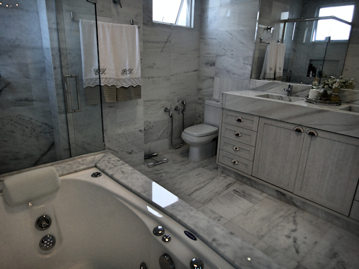 Bathroom by Gabriela Herde Arquitetura & Design, Classic