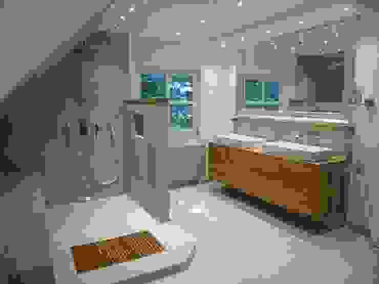 Banheiros  por Design Manufaktur GmbH
