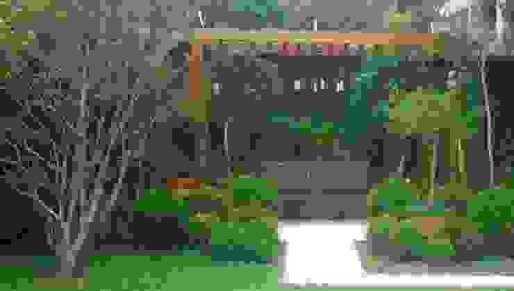 Jardines clásicos de Línea Paisagismo.Claudia Muñoz Clásico