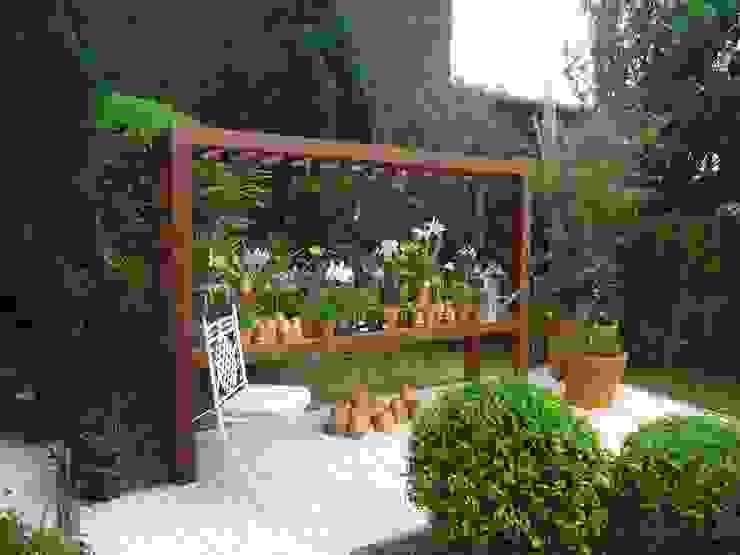 CASA MORUMBI.SÃO PAULO.BRASIL Jardins clássicos por Línea Paisagismo.Claudia Muñoz Clássico