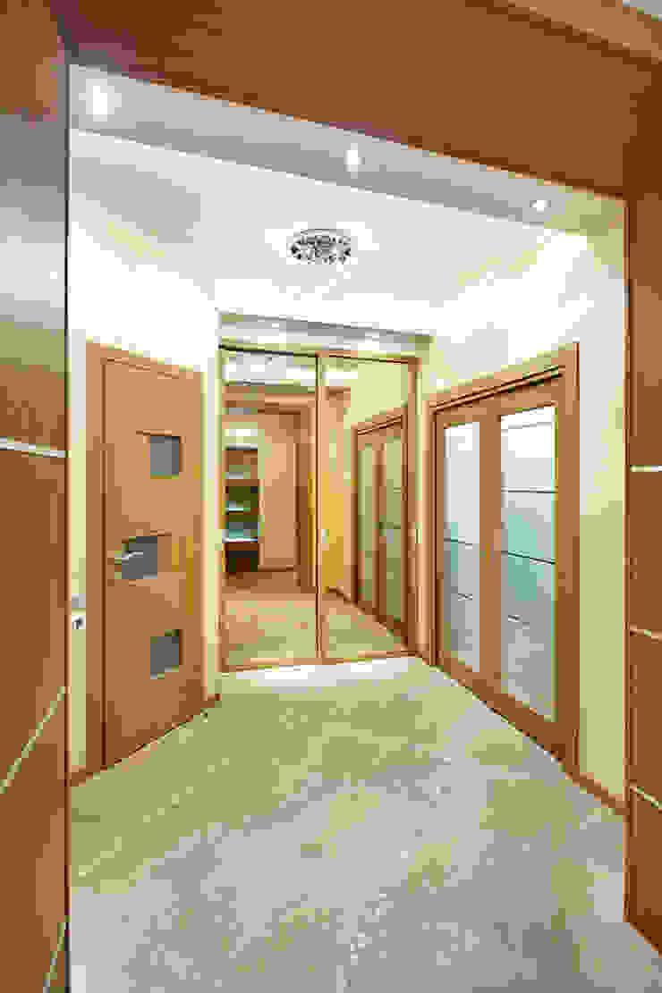 Квартира, Санкт-Петербург, ул.Нахимова Коридор, прихожая и лестница в стиле минимализм от студия дизайна интерьера 'Sreda Studio' Минимализм