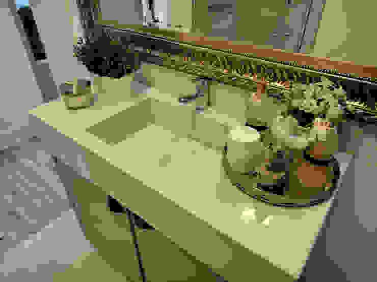 Banheiro Compartilhado Banheiros clássicos por Gabriela Herde Arquitetura & Design Clássico