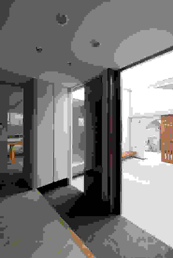 DOG COURTYARD HOUSE 地中海スタイルの 窓&ドア の 充総合計画 一級建築士事務所 地中海