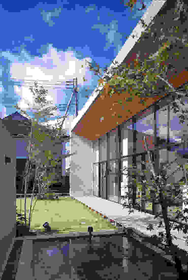 庭 水盤 モダンな庭 の プライム建築都市研究所 モダン