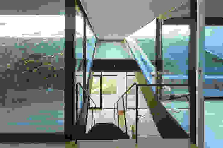 階段 モダンスタイルの 玄関&廊下&階段 の プライム建築都市研究所 モダン