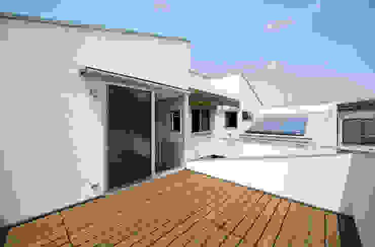 DOG COURTYARD HOUSE モダンデザインの テラス の 充総合計画 一級建築士事務所 モダン