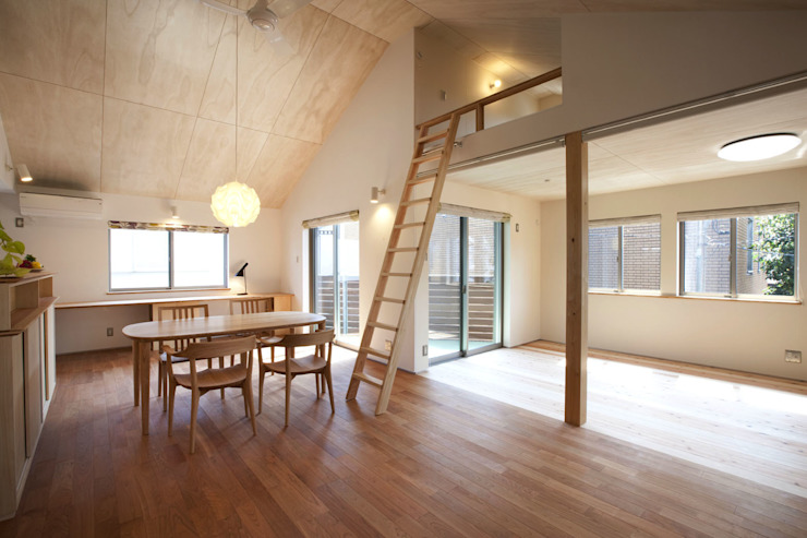 Salon scandinave par 光風舎1級建築士事務所 Scandinave