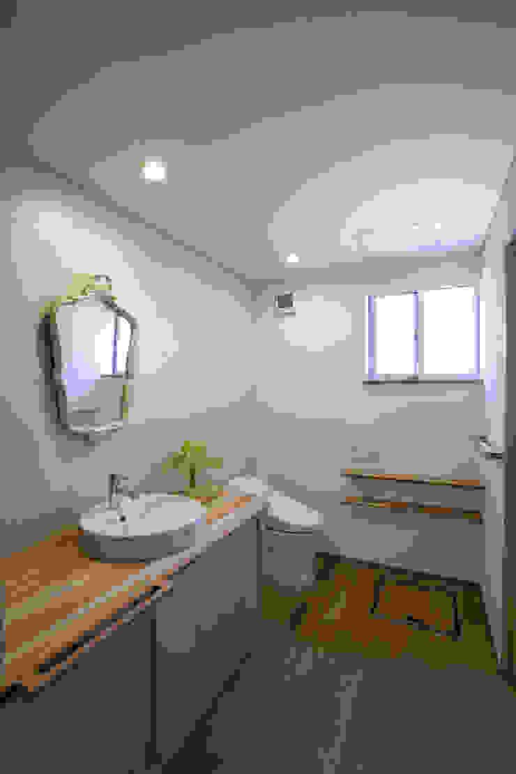 久が原の家 北欧スタイルの お風呂・バスルーム の 光風舎1級建築士事務所 北欧