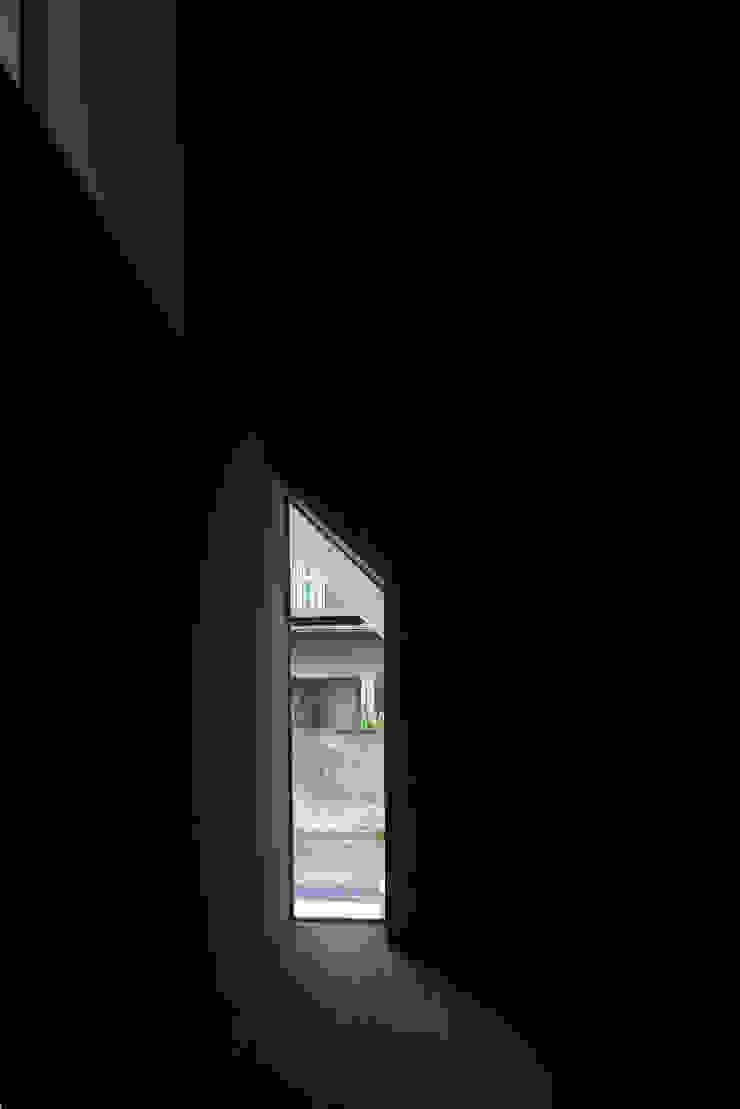 ENCLOSE モダンな 窓&ドア の 充総合計画 一級建築士事務所 モダン