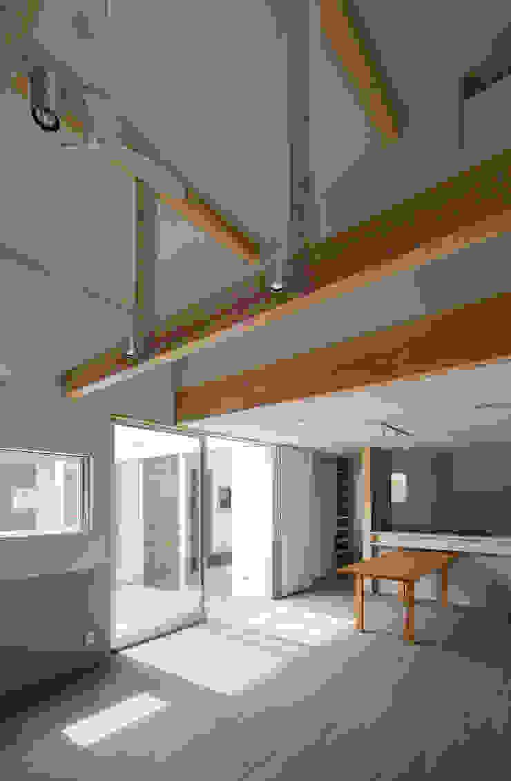 DOG COURTYARD HOUSE モダンデザインの ダイニング の 充総合計画 一級建築士事務所 モダン