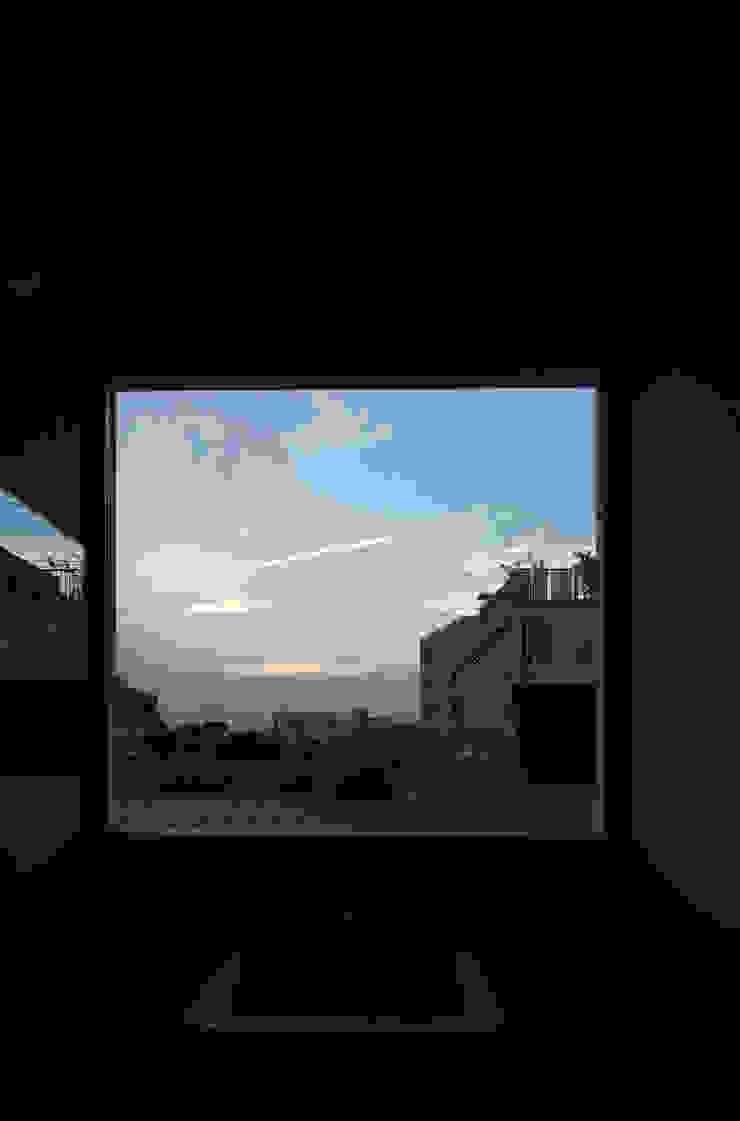 ENCLOSE: 充総合計画 一級建築士事務所が手掛けた現代のです。,モダン