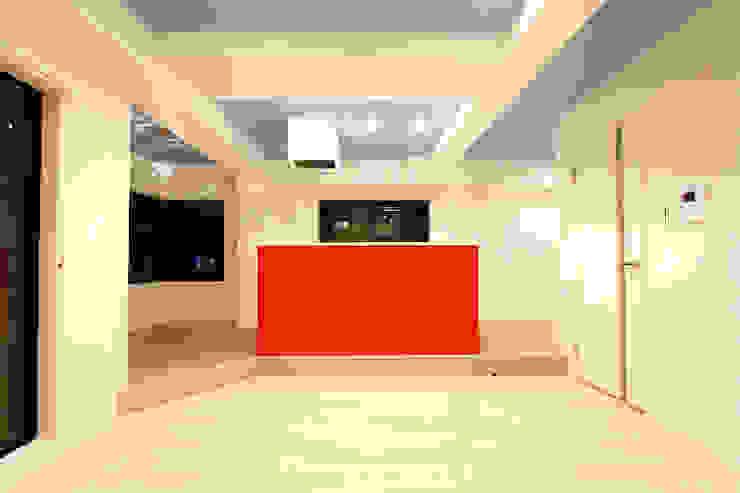 DINING LIFE TYPE RED モダンデザインの リビング の 株式会社クラスコデザインスタジオ モダン