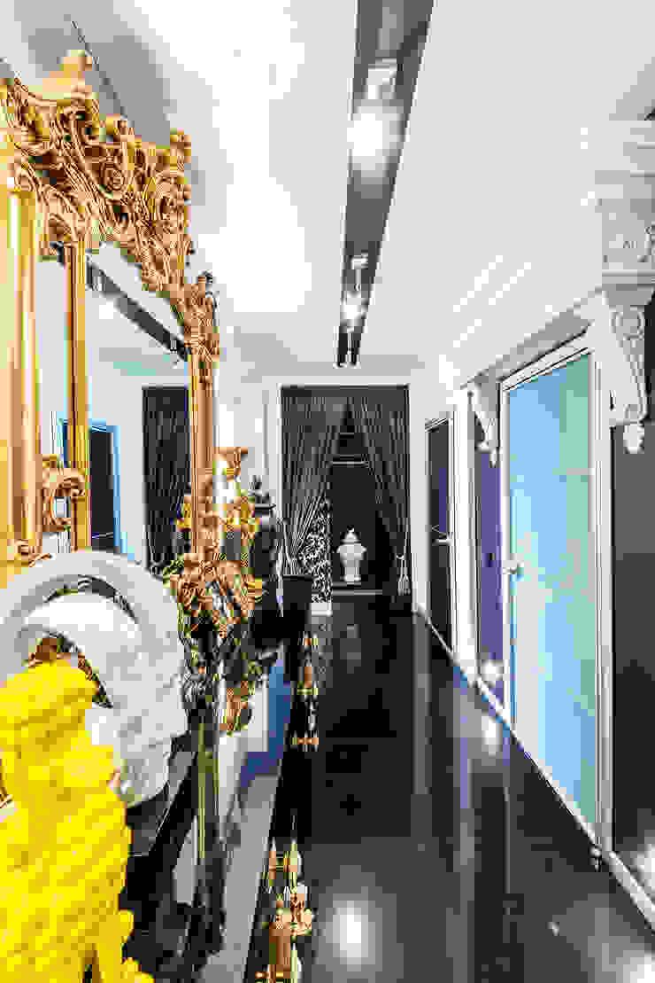 Интерьер квартиры в стиле Фьюжн Коридор, прихожая и лестница в классическом стиле от Belimov-Gushchin Andrey Классический