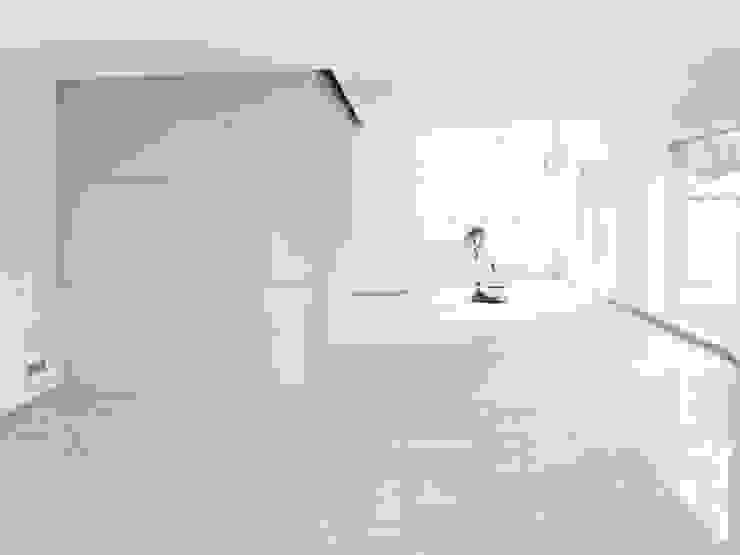 E17 - Zweifamilienhaus in Aachen Moderne Wohnzimmer von iva architektur Modern