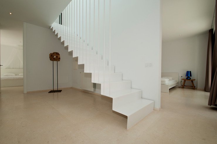 Modern Corridor, Hallway and Staircase by Ivan Torres Architects Modern