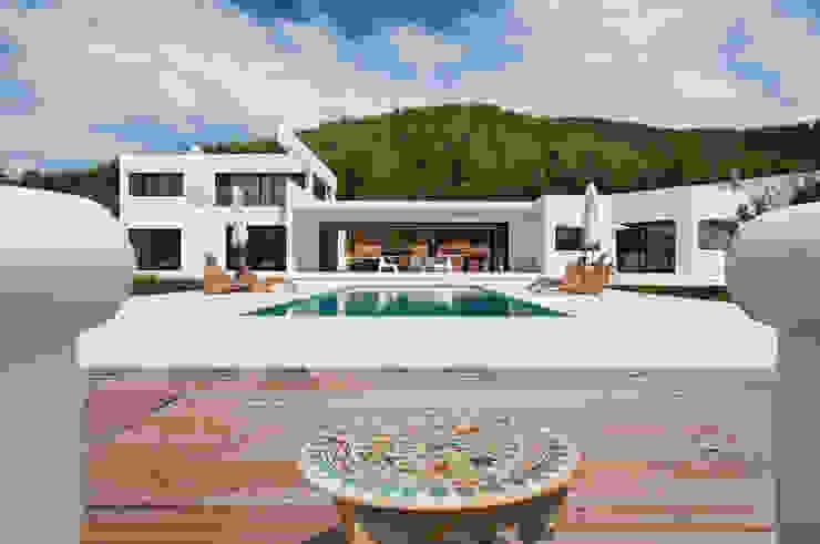 現代房屋設計點子、靈感 & 圖片 根據 Ivan Torres Architects 現代風