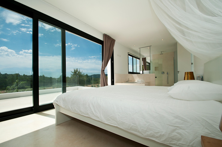 Modern Bedroom by Ivan Torres Architects Modern