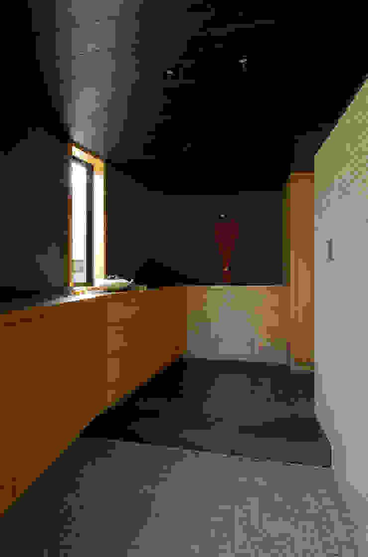 Modern corridor, hallway & stairs by 一級建築士事務所アールタイプ Modern