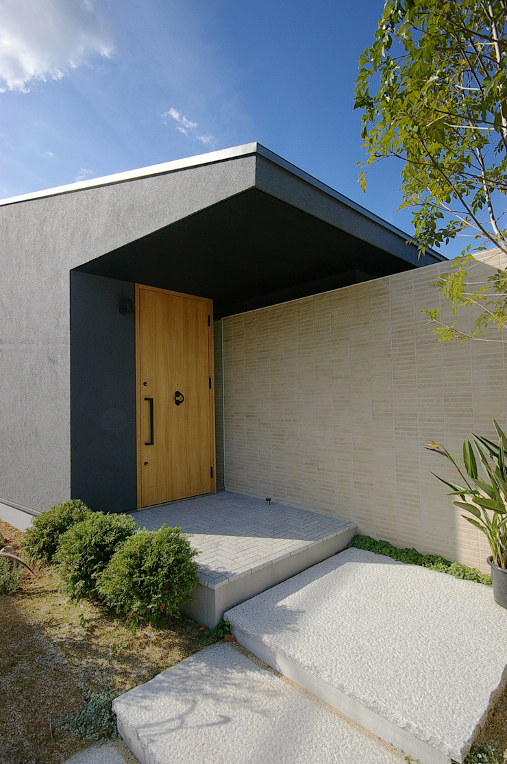一級建築士事務所アールタイプ Puertas y ventanas de estilo moderno