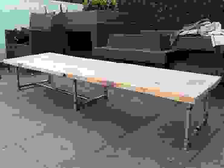 construcción del mueble de TV:  de estilo industrial por Armatoste studio, Industrial