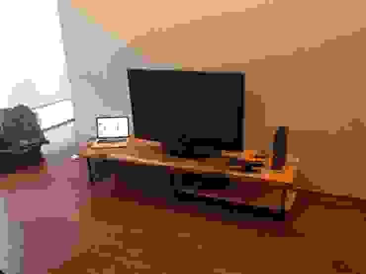 mueble de TV:  de estilo industrial por Armatoste studio, Industrial