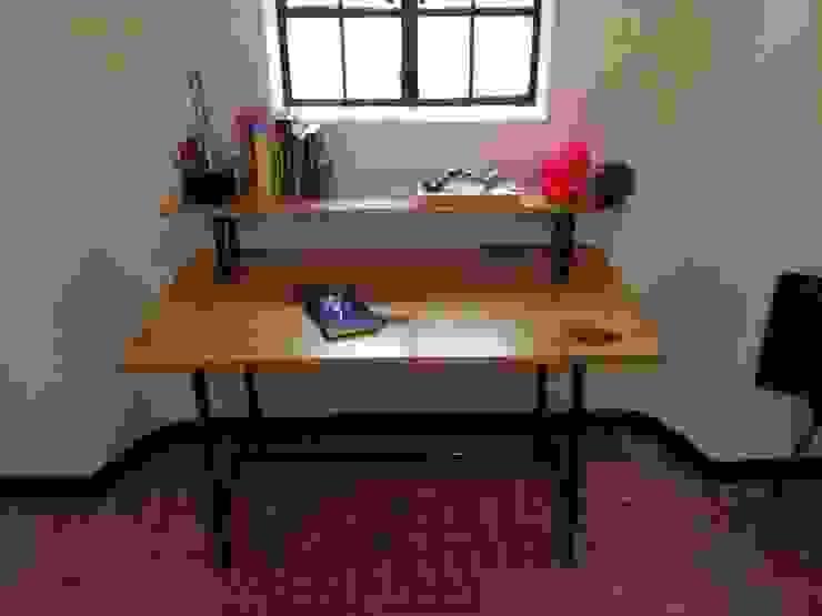 escritorio:  de estilo industrial por Armatoste studio, Industrial