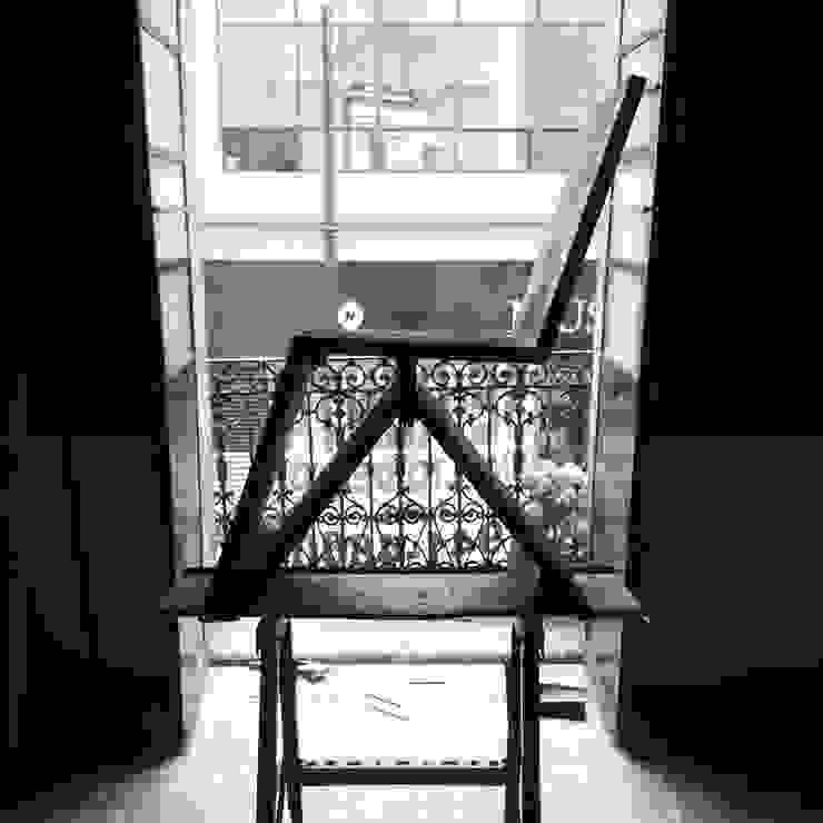 silla de Armatoste studio Moderno