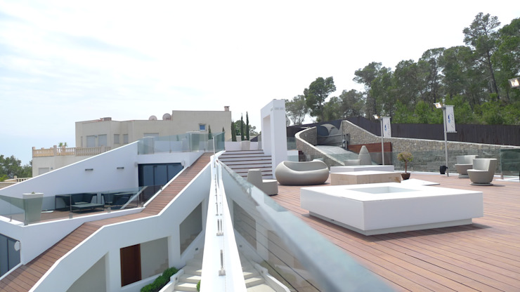 Vivienda en Roca Llisa, Ibiza Balcones y terrazas de estilo minimalista de Ivan Torres Architects Minimalista