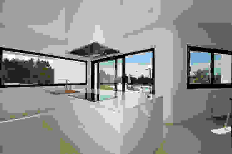 現代廚房設計點子、靈感&圖片 根據 Ivan Torres Architects 現代風