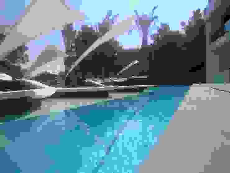 Vivienda en Roca Llisa, Ibiza Piscinas de estilo minimalista de Ivan Torres Architects Minimalista
