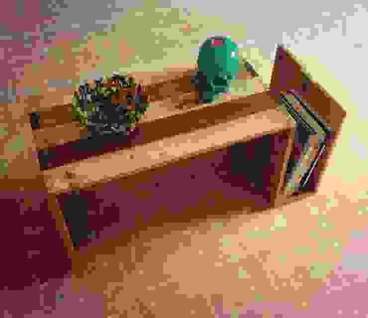 mesa auxiliar con revistero de Armatoste studio Rural
