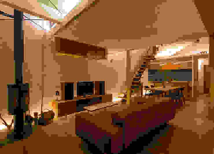 リビング モダンデザインの リビング の アトリエ・ブリコラージュ一級建築士事務所 モダン