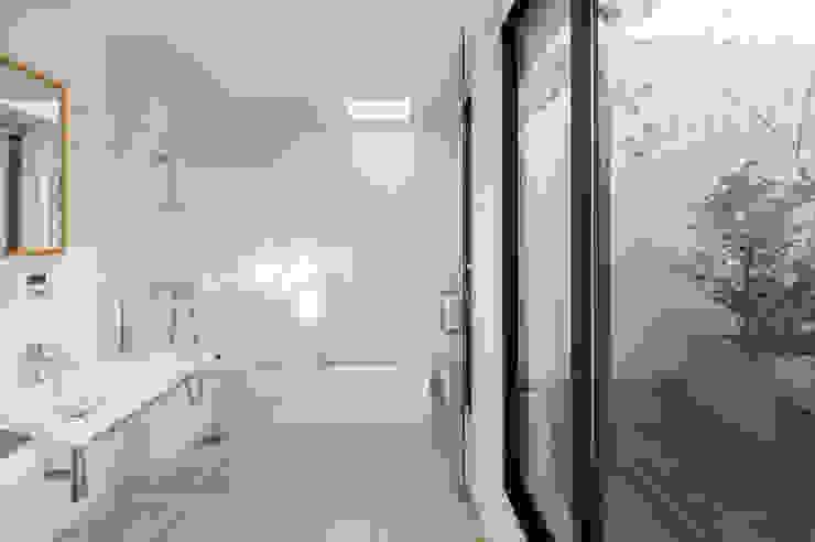Modern Bathroom by アトリエ・ブリコラージュ一級建築士事務所 Modern