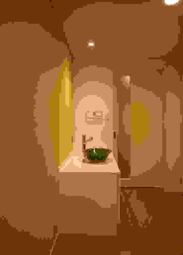 洗面コーナー モダンスタイルの お風呂 の 吉田設計+アトリエアジュール モダン