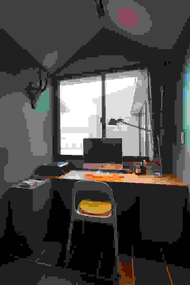 ライブラリー 北欧デザインの 書斎 の アトリエ・ブリコラージュ一級建築士事務所 北欧