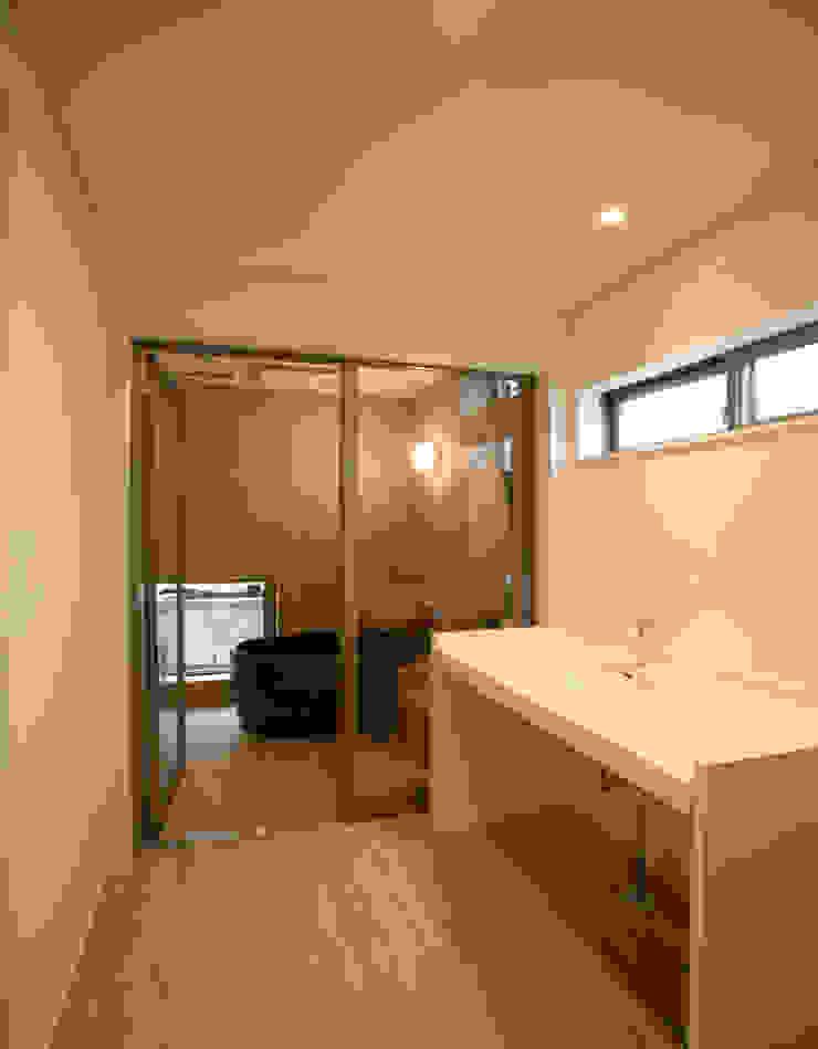 洗面 化粧室 モダンスタイルの お風呂 の 吉田設計+アトリエアジュール モダン