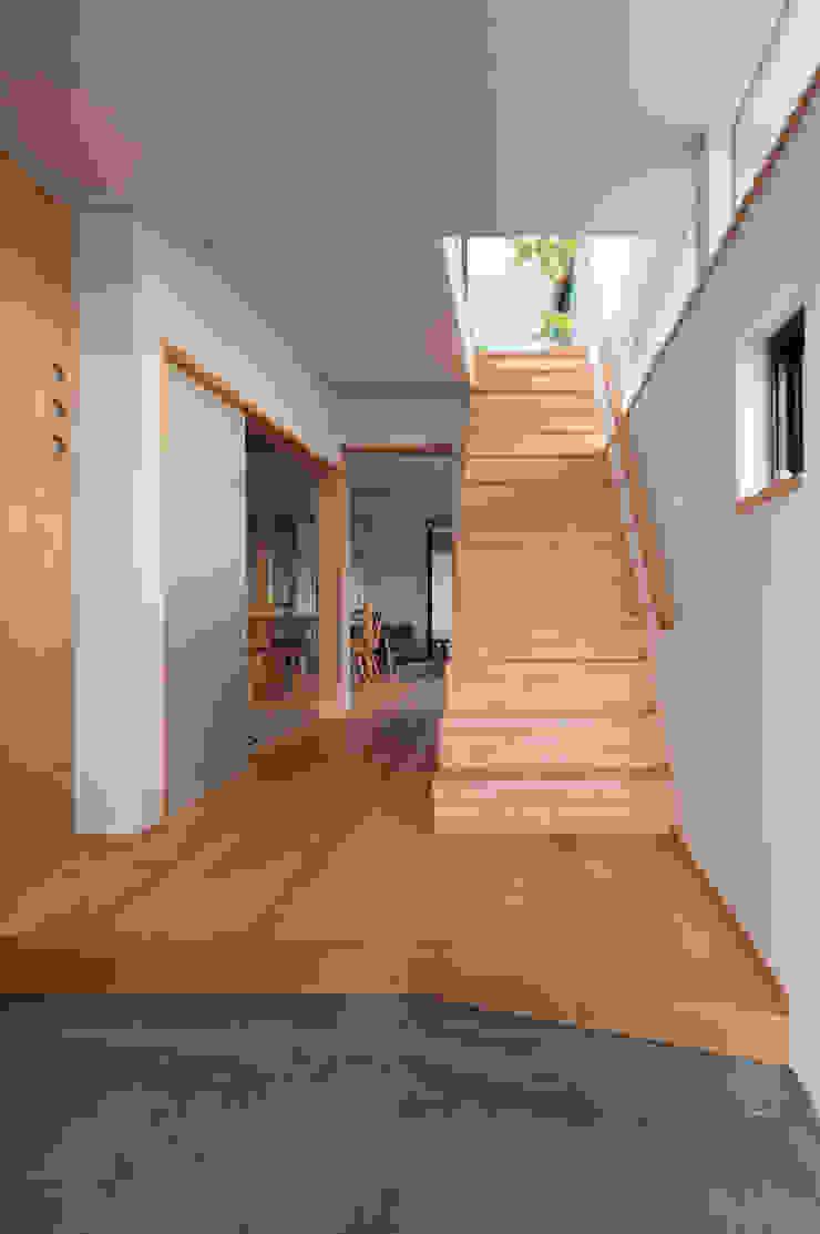 玄関、廊下 モダンスタイルの 玄関&廊下&階段 の アトリエ・ブリコラージュ一級建築士事務所 モダン