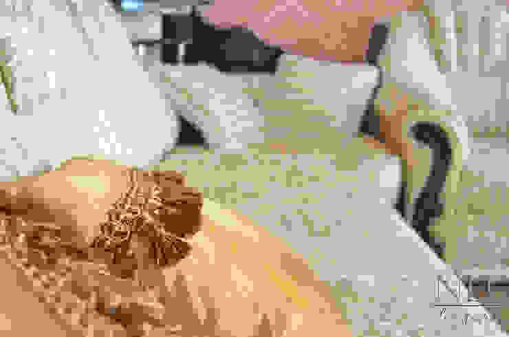Квартира в классическом стиле с примесью кантри Гостиная в классическом стиле от Юлия Паршихина Классический
