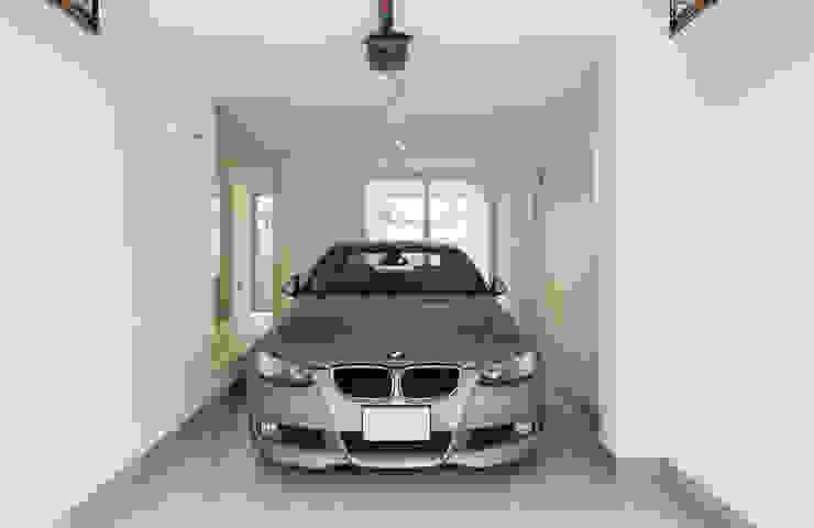 1階ガレージ: 田中幸実建築アトリエが手掛けた現代のです。,モダン