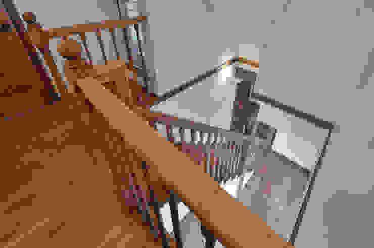 北欧のテイストを取り入れたお家・* オリジナルスタイルの 玄関&廊下&階段 の 株式会社 盛匠 オリジナル