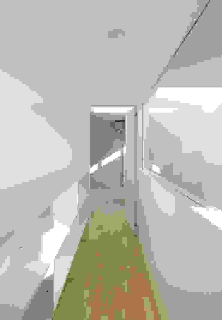 3階渡り廊下: 田中幸実建築アトリエが手掛けた現代のです。,モダン