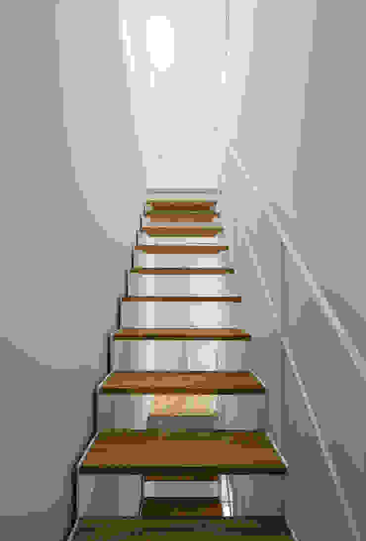 階段: 田中幸実建築アトリエが手掛けた現代のです。,モダン