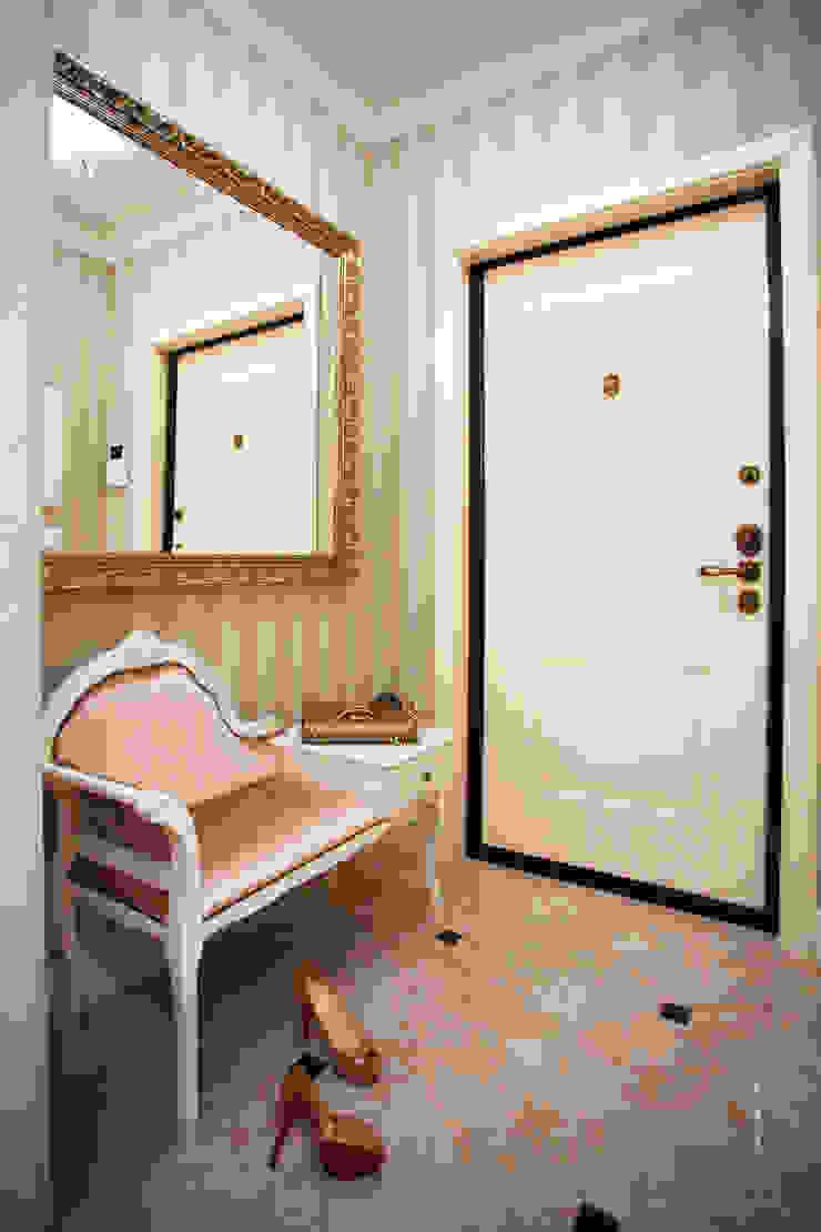 ЖК Мичурино Коридор, прихожая и лестница в классическом стиле от Nataly Komova Классический