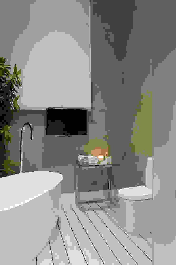Casa Cor SP Suíte de Futebol Banheiros modernos por FJ Novaes Light Projects Moderno