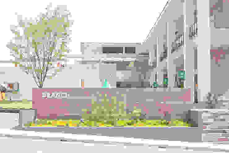 BRANCH神戸学園都市 モダンなイベント会場 の 株式会社 スタジオ ゲンクマガイ モダン
