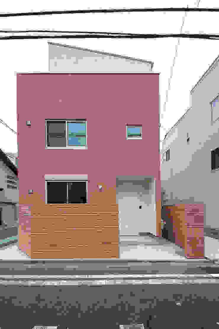 南面 モダンな 家 の uedA一級建築士事務所 モダン